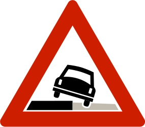 Traffic sign of Norway: Warning for a soft verge